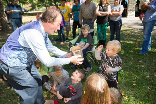 St. Louis magician provides company picnic entertainment